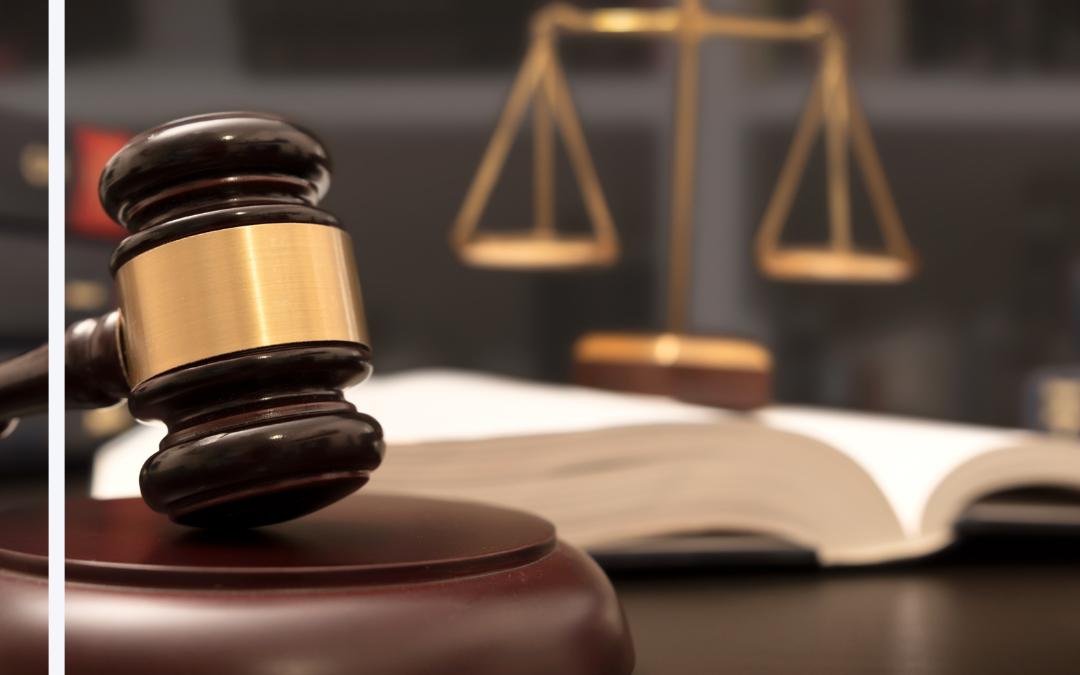 Diferencia entre resolver una demanda en la corte vs. fuera de ella
